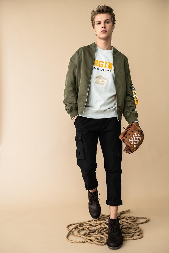 职场小鲜肉CAT卡特大黄靴上身,成功加载时尚